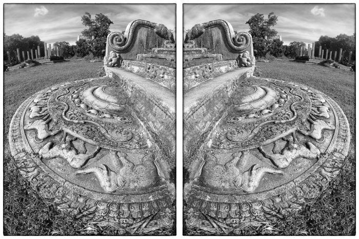 Ruwanwelisaya_moonstone_Mirror_(MR)(11_19)